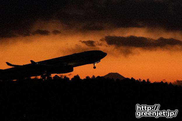 成田で飛行機~夕暮れの富士と