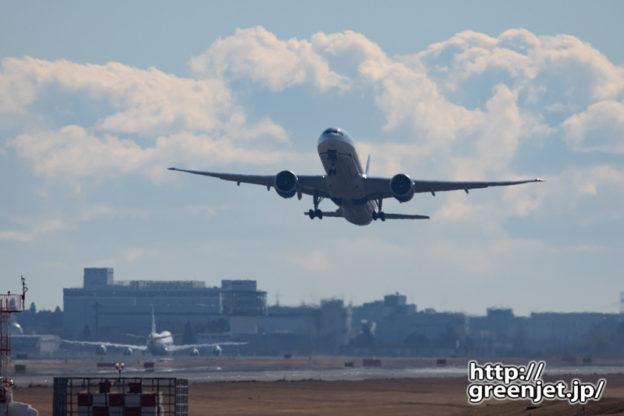 成田で飛行機~B7背後のジャンボが美しかった話