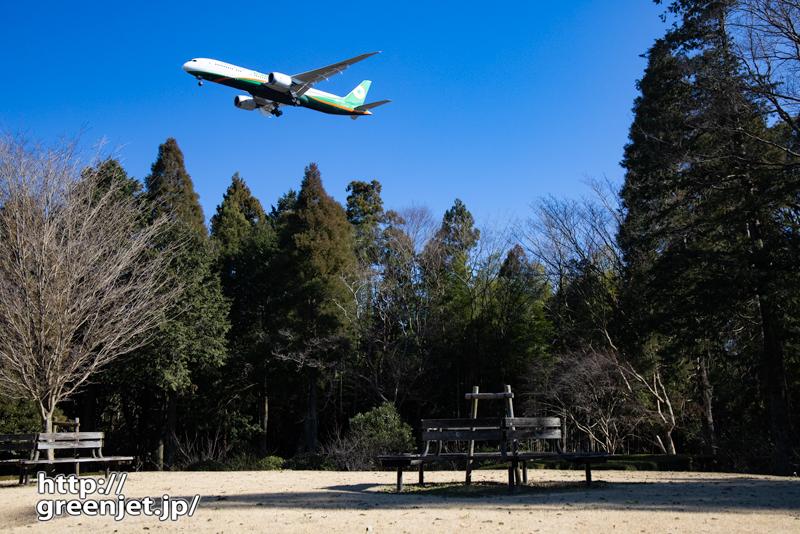 成田で飛行機~木製ベンチをアクセントにしてみる