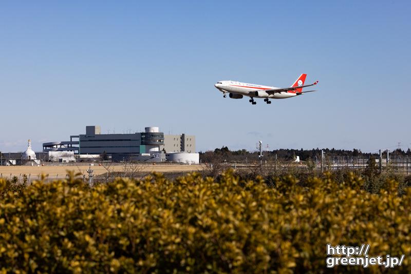 成田で飛行機~中国の赤いA330