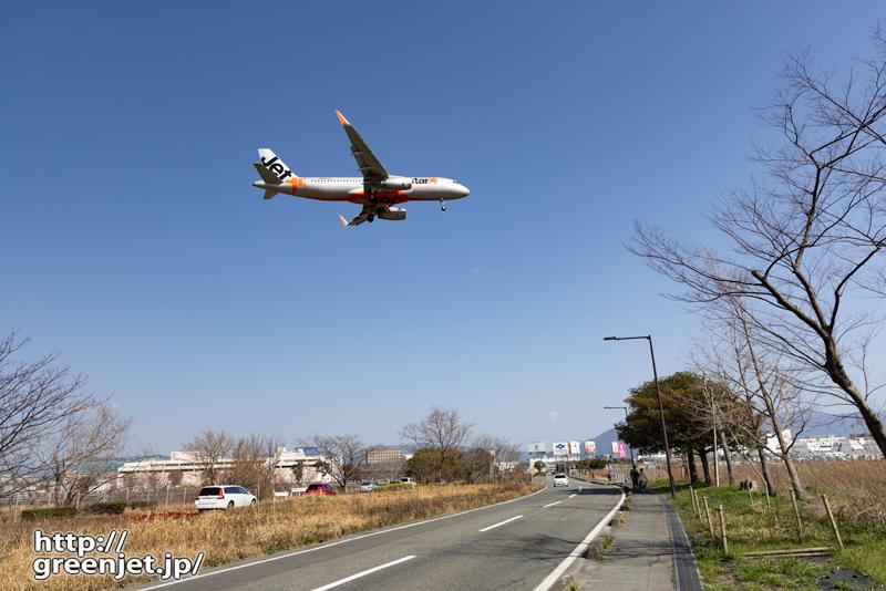 福岡で飛行機~幹線道路の上を
