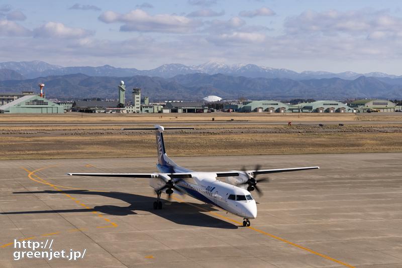 小松で飛行機~雪山とプロペラ機
