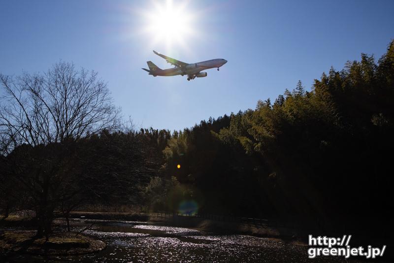 成田で飛行機~ギラギラっときたね