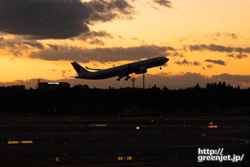 成田で飛行機~夕景に見える世界を楽しむ