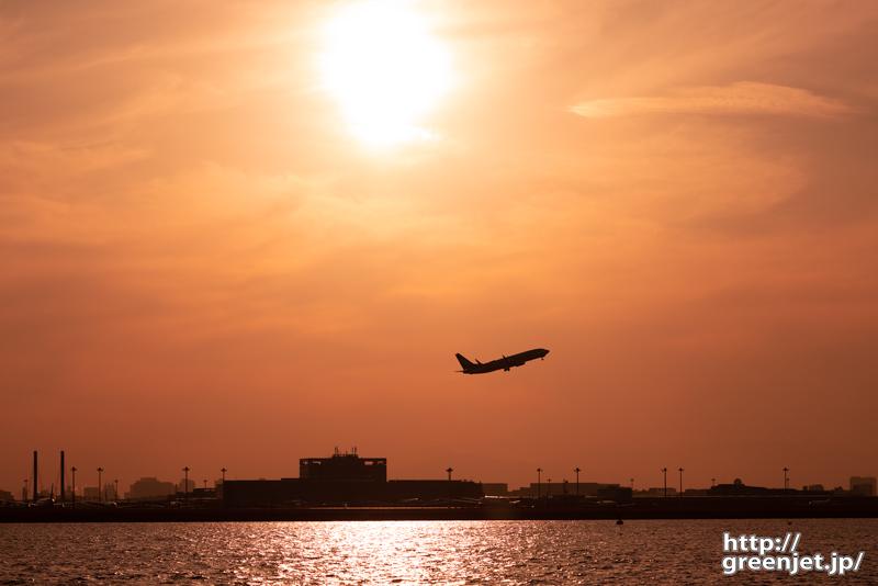 羽田で飛行機~海から眺める夕景と飛行機