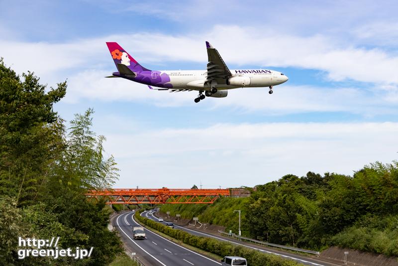 成田で飛行機~高速道路上をハワイアン