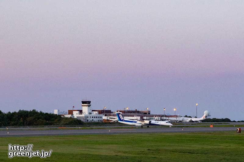 【青森の飛行機撮影ポイント】RWY06エンド南側